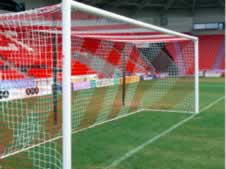 'Box' type soccer goal nets and futsal goal nets